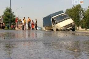 Водитель поверил дорожным знакам и попал в яму