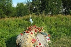 В Красносельском районе поставили памятник погибшим в Чечне десантникам
