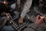 В память о трагедии в Беслане: 334 свечи и бутылки с водой: Фоторепортаж