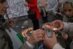 Фоторепортаж: «В память о трагедии в Беслане: 334 свечи и бутылки с водой»