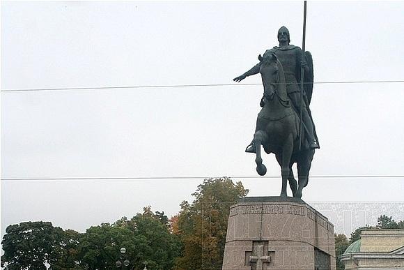 Петербуржцы почтили память Александра Невского: Фото