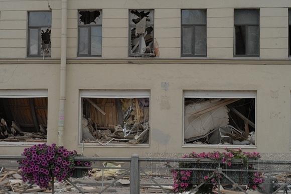 На Лиговском обваливается дом, движение перекрыто: Фото