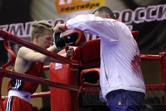 Смотрите бокс на Зимнем: Фото