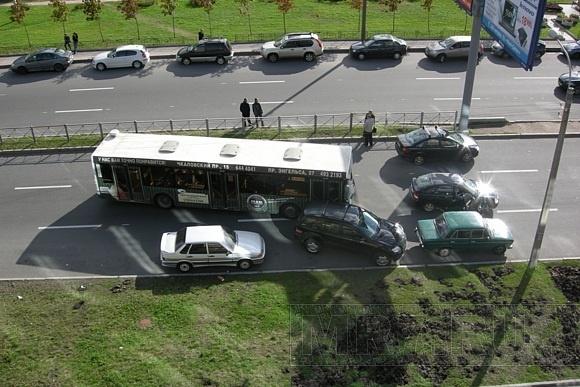 ДТП парализовало движение по улице Одоевского: Фото