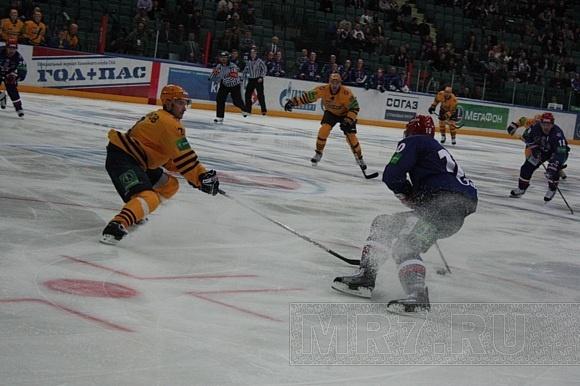 Александр Юдин тоже не доволен частыми удалениями хоккеистов СКА: Фото