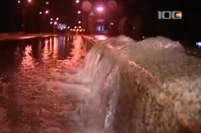 На проспекте Обуховской Обороны прорвало трубу с водой