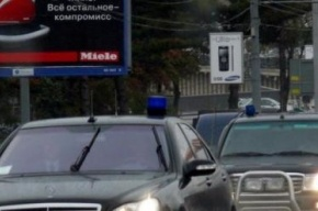 Наехавшего на кортеж Якунина пенсионера оштрафовали