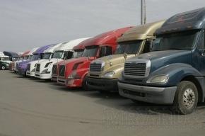 В Красносельском районе начали убирать бесхозные грузовики