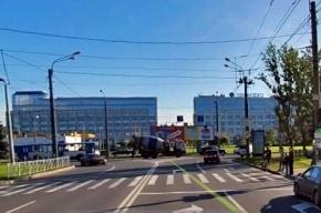 Кому нужен разделительный островок на Новоизмайловском?