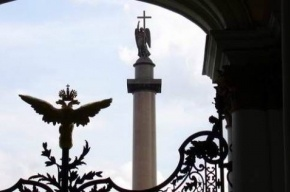 С ограды Александрийского столпа вновь «улетели птички»
