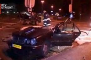 Мерседес разорвало пополам: водитель жив