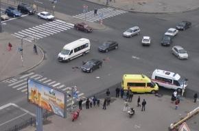 На проспекте Ударников столкнулись мотоцикл и Шкода