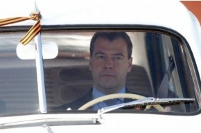 Медведев тоже ударит автопробегом. На «Победе»