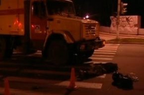 Аварийная машина задавила мопедиста