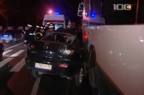 На Каменноостровском «Мазда» влетела под автобус: водитель погибла на месте