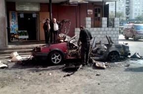 В Петербурге сгорели две иномарки