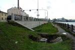 На склоне вдоль Синопской набережной проваливается грунт: Фоторепортаж