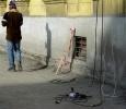 На проспекте Металлистов трубы кидали на землю, не думая о прохожих: Фоторепортаж