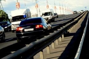 Блогеры подозревают чиновника в постоянной езде по встречной