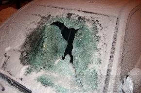 За разбитый глыбой льда Nissan водитель получит 66 тысяч
