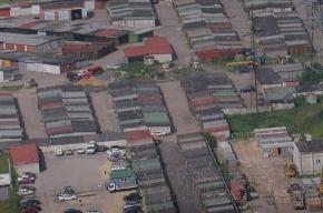 С утра на Парнасе снова разбирают гаражи и вывозят имущество их владельцев