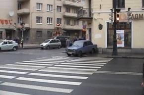 «Семерка»  сбила петербурженку на тротуаре