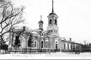 В алтарной части бывшего православного храма находится туалет