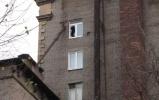 Фоторепортаж: «ЧП на Автовской: труба с крыши рухнула в окно»
