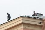 Фоторепортаж: «Крышу школы № 28 ремонтировали над головами детей»