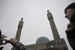У мечетей Петербурга собралось более 70 тысяч мусульман: Фоторепортаж
