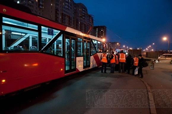 Грузовик не пропустил трамвай № 49: Фото