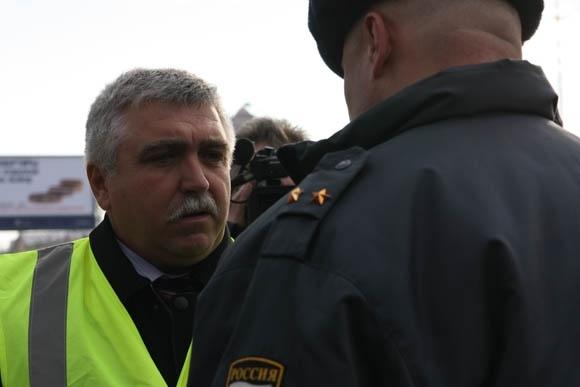 Акция «Синих ведерок» закончилась на митинге у Гостиного двора: Фото