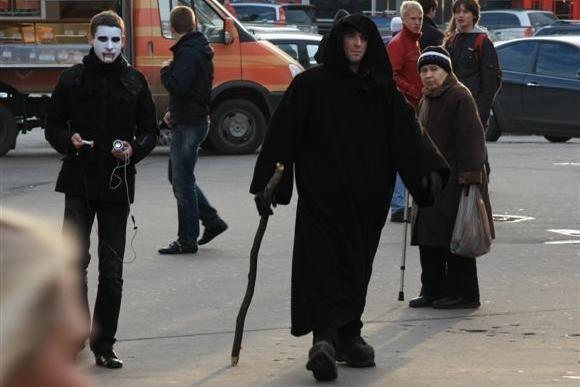 Силы зла отметили Хеллоуин флешмобом у «Приморской»: Фото