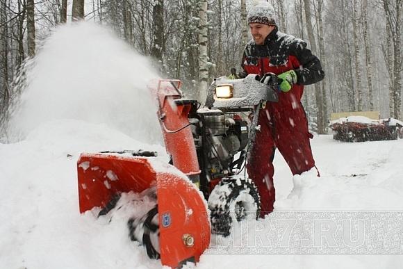 Узнать о работах по уборке снега можно по телефону: Фото