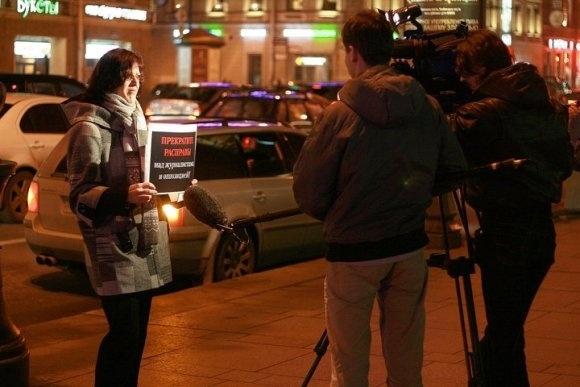 Вчера в защиту Олега Кашина пикетировали Гостинку (ФОТО): Фото