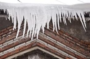 Двое петербуржцев травмированы сосульками и снегом