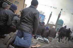 У мечетей Петербурга собралось более 70 тысяч мусульман