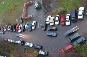 Машины мешают подъехать к помойке, чиновники бездействуют