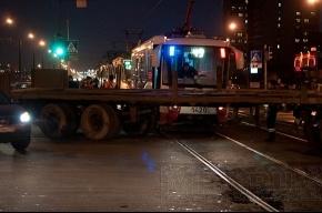Грузовик не пропустил трамвай № 49