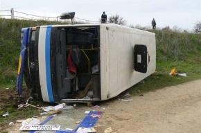 В Крыму перевернулся автобус: 19 пострадали