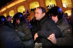 Петербургские оппозиционеры пикетируют изолятор