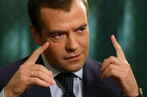 Медведев поручил разобраться с московскими таксистами-частниками