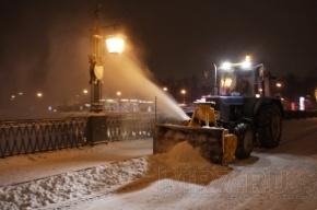 Снег с улиц опять бросают в реки