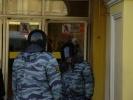 У Гостиного двора задержали двух человек: у одного изъяли нож, у второго - капу и боксерские бинты: Фоторепортаж