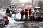 На проспекте Металлистов асфальт закапывают в снег: Фоторепортаж