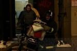 Сильный пожар на Петроградке тушили до глубокой ночи: Фоторепортаж