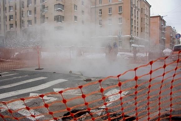В центре Петербурга образовалась яма с кипятком: Фото