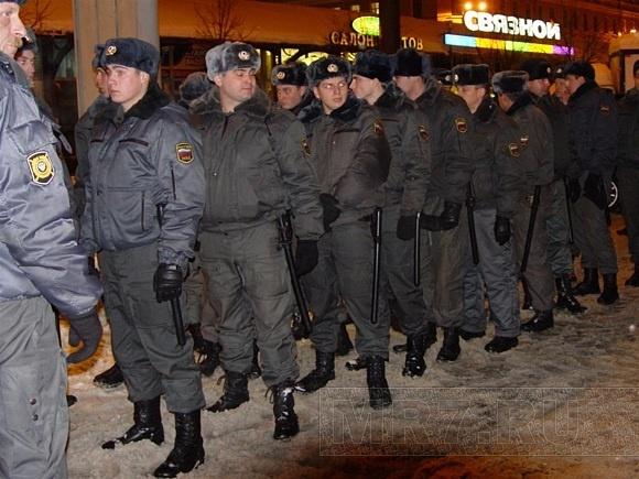 По последним данным вчера в Петербурге было задержано 80 человек: Фото