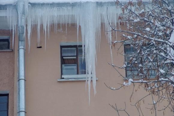 Петербург превратился в опасную зону. Сосульки на улицах города: Фото