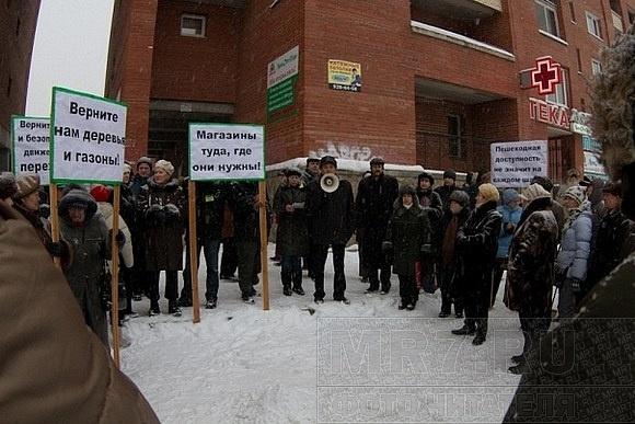 На Комендантском проспекте прошел митинг против коррупционных магазинов: Фото